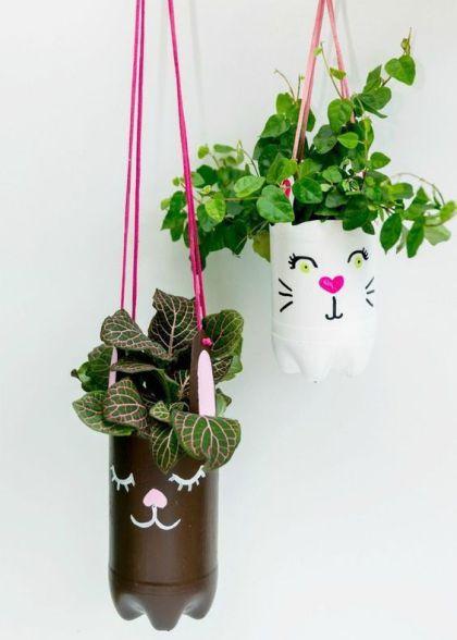 12 Kreasi Pot Bunga Dari Botol Bekas Yang Gampang Dibuat Teman